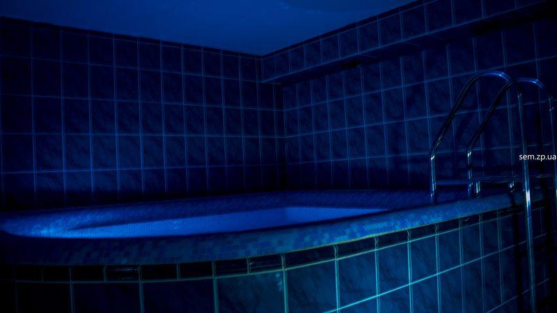 Бассейн с подсветкой и гидромассажем высокого давления